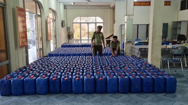 Cận Tết, bắt hơn 8.000 lít rượu không rõ xuất xứ đang trên đường đi tiêu thụ