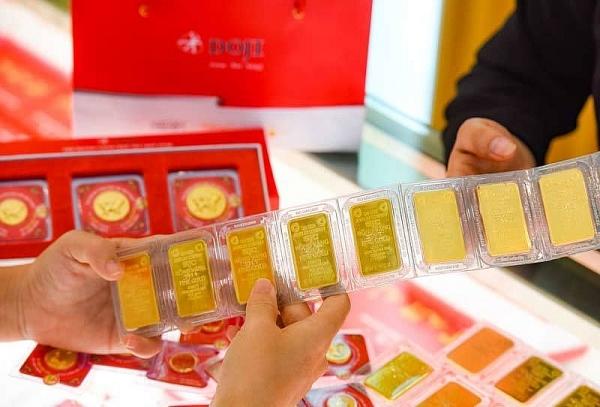 Đầu tuần, giá vàng SJC giảm cả nửa triệu đồng/lượng