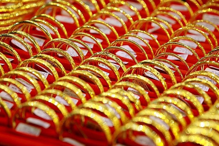 Giá vàng tiếp tục giảm phiên cuối tuần