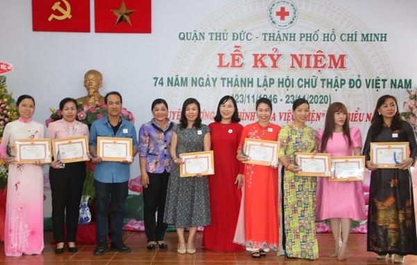 Hội Chữ thập đỏ quận Thủ Đức, TP Hồ Chí Minh: Trao hơn 15 tỉ đồng cho các hoàn cảnh khó khăn