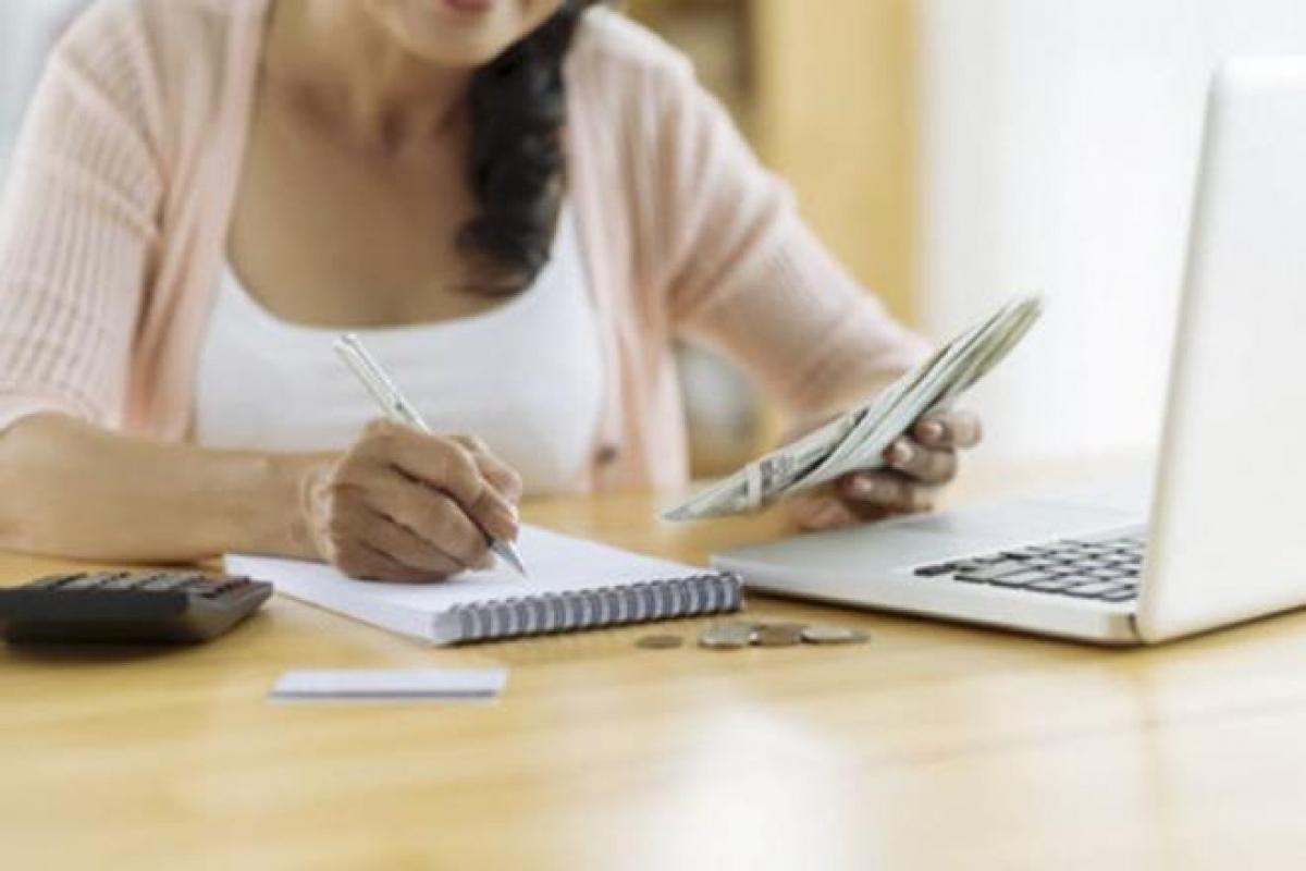 Ghi chép các khoản chi là mẹo tiết kiệm tiền hiệu quả.
