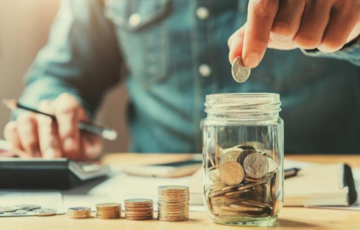 Nếu không áp dụng các mẹo tiết kiệm tiền, bạn sẽ khó dành dụm được với mức thu nhập 10 triệu đồng/tháng.
