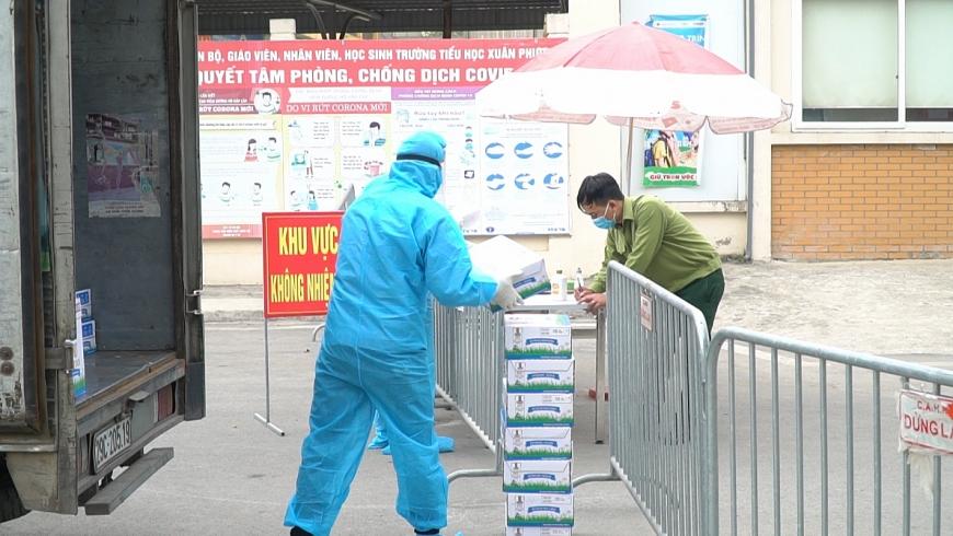Sáng ngày 05/02, Vinamilk đã trao tặng hơn 120 thùng sữa và nhiều hộp quà tết đến với các em học sinh trường Xuân Phương (Hà Nội)