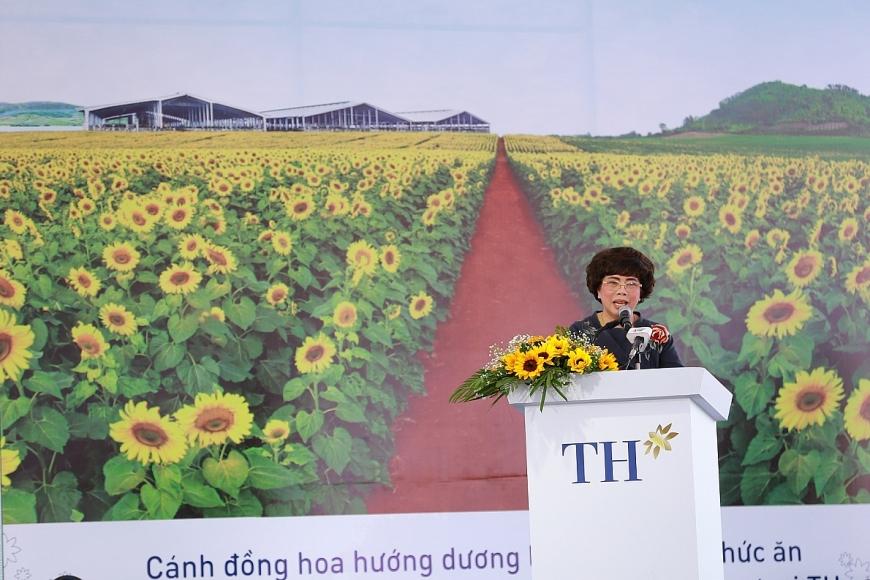 Bà Thái Hương – Nhà sáng lập, Chủ tịch Hội đồng Chiến lược Tập đoàn TH phát biểu tại lễ khởi công Dự án.