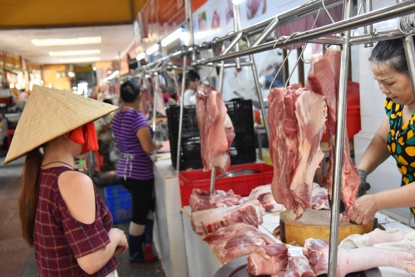 Giá thịt lợn hơi có xu hướng tăng nhẹ trở lại