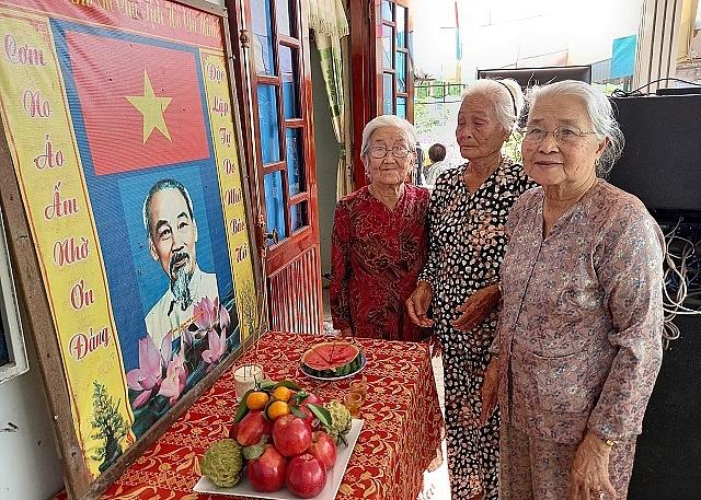 NCT các địa phương trên địa bàn tỉnh Bạc Liêu lập bàn thờ Chủ tịch Hồ Chí Minh