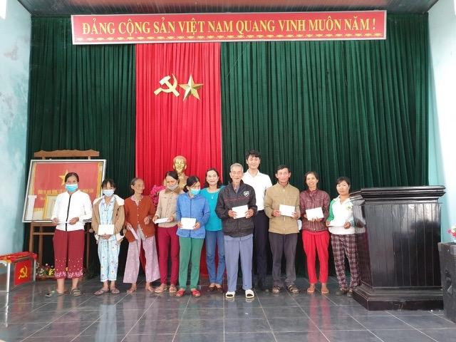 Tạp chí Người cao tuổi mang yêu thương tới các cụ già neo đơn miền núi tỉnh Quảng Nam dịp xuân Tân Sửu