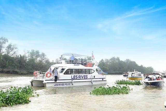 Khách hàng thích thú trải nghiệm cung đường sông từ Sài Gòn đến dự án Aqua City