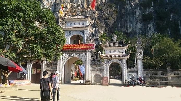 Đầu xuân rộn ràng lễ hội chùa Chặng