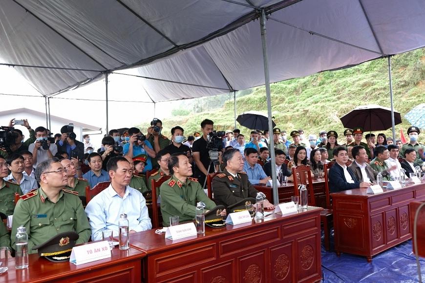 Các đại biểu dự buổi lễ