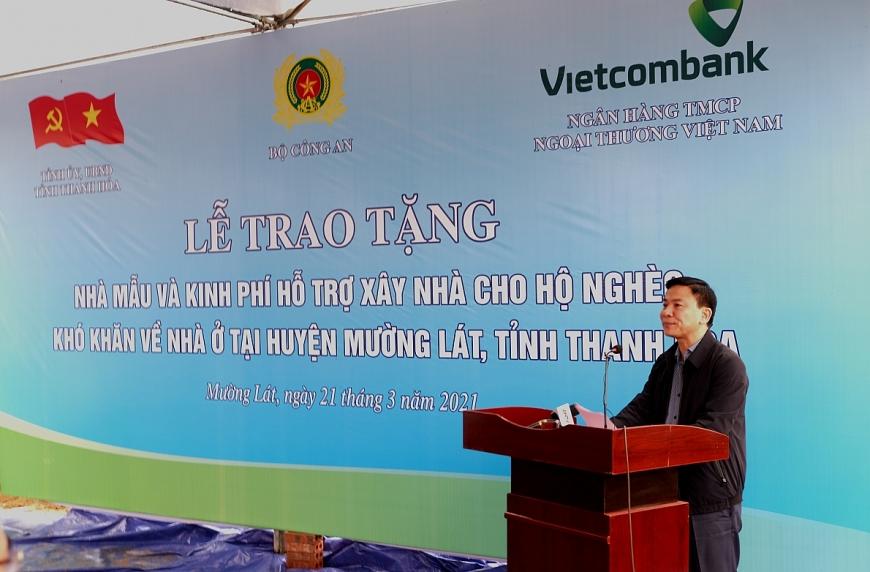 Đồng chí Đỗ Trọng Hưng, Ủy viên BCH Trung ương Đảng, Bí thứ Tỉnh ủy, Chủ tịch HĐND tỉnh, Trưởng đoàn ĐBQH tỉnh Thanh Hóa phát biểu tại buổi lễ.