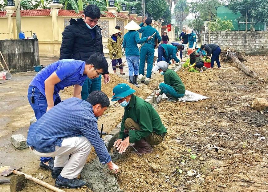 Nhân dân thôn Phái Đông tích cực đóng góp xây dựng nông thôn mới.