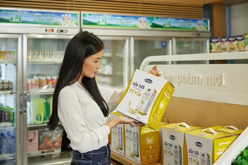 Tốt cho sức khỏe, thiết kế sang trọng, sữa tươi chứa tổ yến của Vinamilk thường được lựa chọn như một món quà thượng hạng cho những dịp đặc biệt