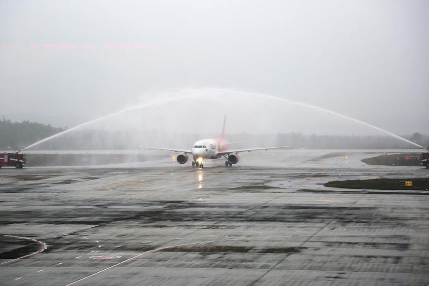 Chuyến bay của Vietjet Air hạ cánh sân bay Vân Đồn sáng 3.3