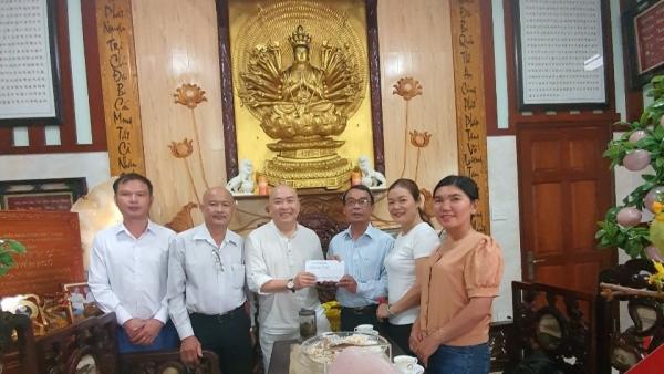 Trung tâm Phát triển Giáo dục và truyền thông tặng Phòng khám bệnh từ thiện chùa Nguyên Ngộ 5 triệu đồng