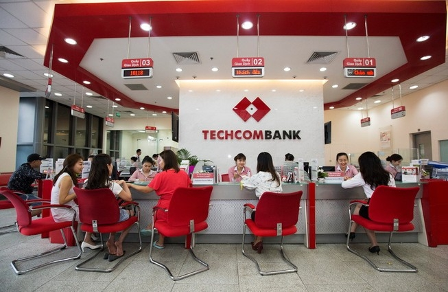 Giao dịch tại Techcombank. Ảnh minh họa