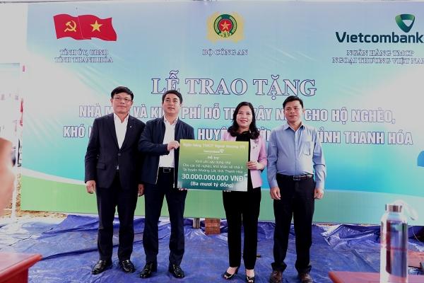 Vietcombank dành 30 tỷ đồng hỗ trợ kinh phí xây nhà cho hộ nghèo ở Thanh Hóa