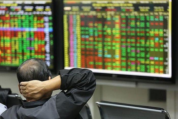 Báo cáo không đúng hạn, Chủ tịch Công ty cổ phần Đầu tư IDJ Việt Nam bị 'tuýt còi'