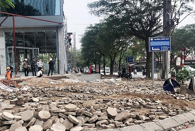 """Tiếp vụ """"băm nát"""" vỉa hè trái phép: Công ty CP Quốc tế Việt Hồng nói một đằng, làm một nẻo?"""