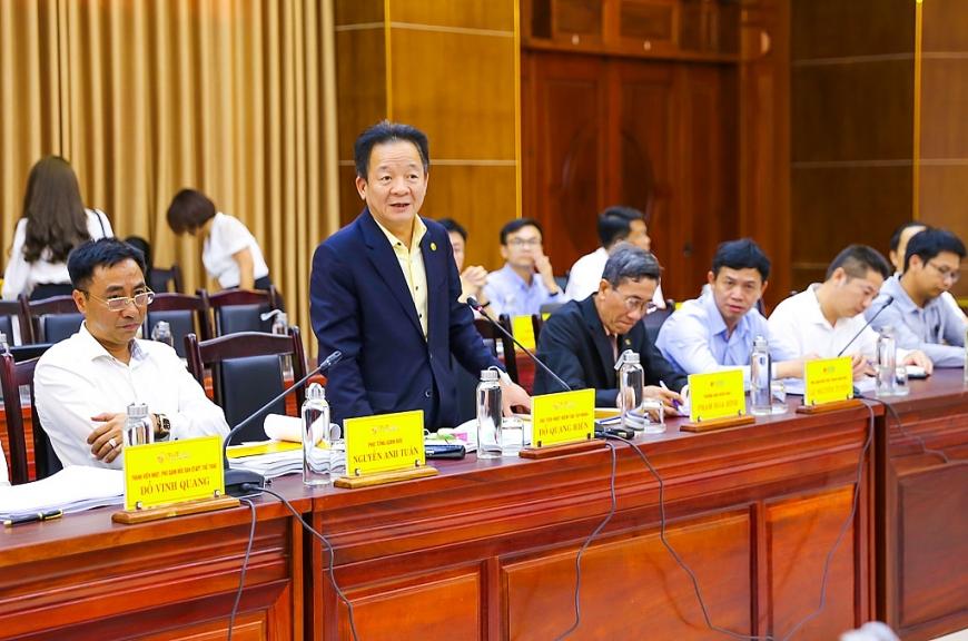 Ông Đỗ Quang Hiển, Chủ tịch HĐQT kiêm Tổng Giám đốc Tập đoàn T&T Group phát biểu tại cuộc họp với lãnh đạo tỉnh Quảng Trị