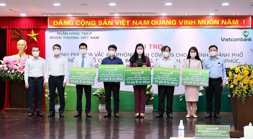 Đại diện Ban lãnh đạo Vietcombank,