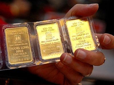 Giá vàng tăng vọt, SJC sát ngưỡng 56 triệu đồng/lượng sáng 7/5