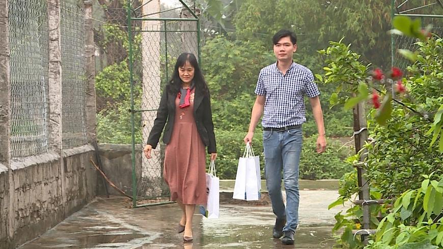 Đại diện Vinamilk đến thăm gia đình chị Quý Thu tại tỉnh Ninh Bình