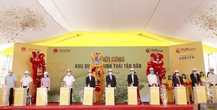 Ông Đỗ Quang Hiển, Chủ tịch HĐQT kiêm Tổng Giám đốc Tập đoàn T&T Group và các đại biểu bấm nút khởi công dự án Khu du lịch sinh thái Tân Dân
