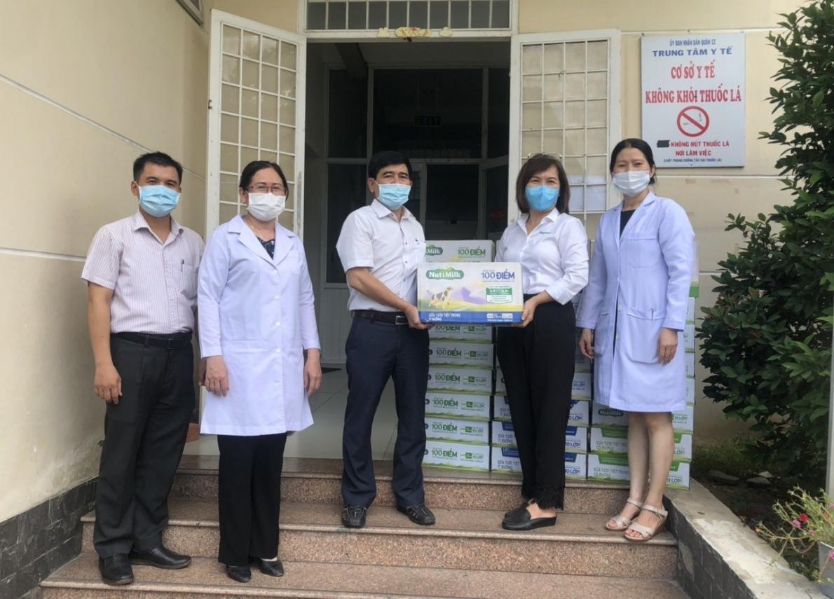 Nutifood và Ông Bầu tặng sản phẩm dinh dưỡng trị giá 1,3 tỉ đồng cho ngành Y tế TP Hồ Chí Minh
