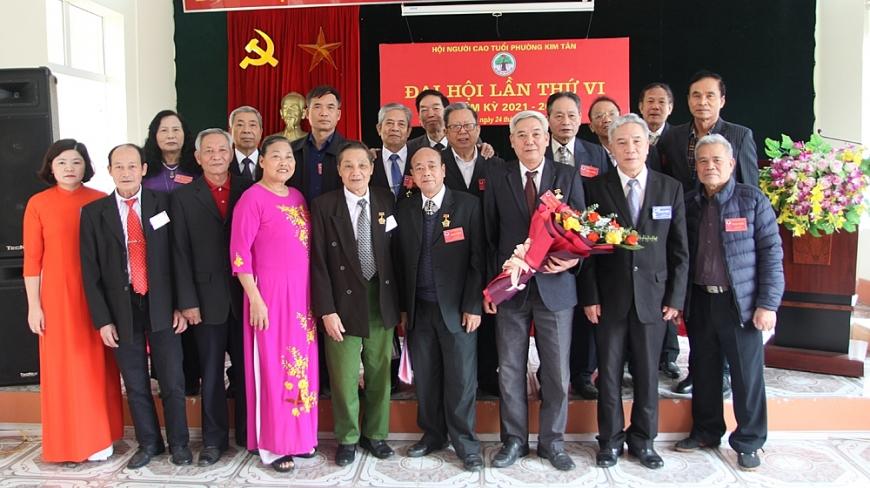 1. Ban đại diện Hội NCT chụp ảnh với BCH  Hội NCT phường Kim Tân nhiệm kỳ 2021 - 2026