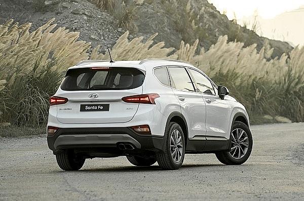 Nguyên nhân khiến đèn xe Hyundai Santa Fe mua một tuần đã thấm nước?