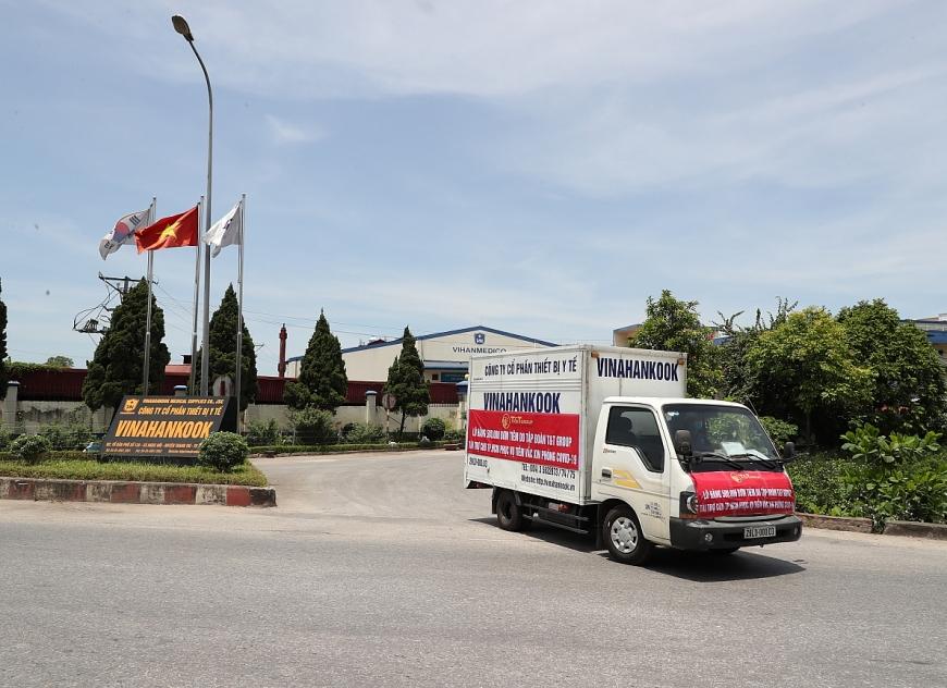 Lô hàng 500.000 bơm kim tiêm đầu tiên trong gói tài trợ đã được vận chuyển đến TP Hồ Chí Minh trong ngày 21/6 vừa qua.