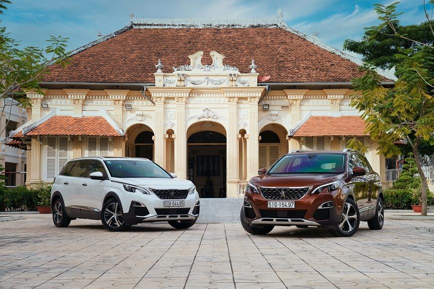 Khách mua ôtô Peugeot được tặng xe máy Django