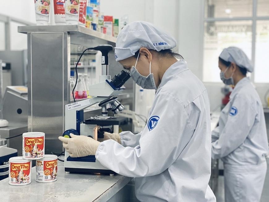 Các khâu kiểm soát chất lượng được nhà máy thực hiện nghiêm ngặt để đảm bảo chất lượng sản phẩm sữa đặc khi đến tay người tiêu dùng