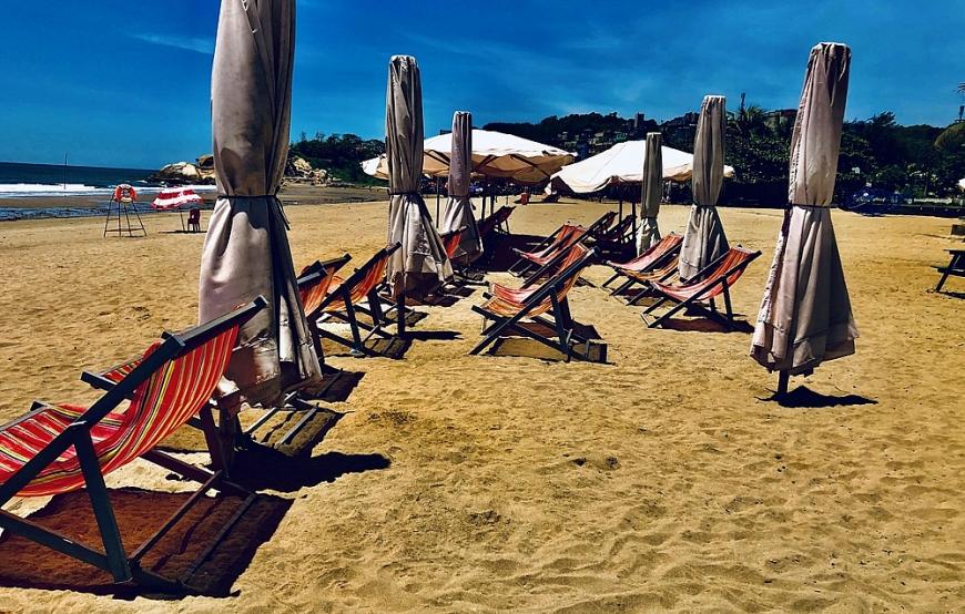 Bãi biển không có khách du lịch