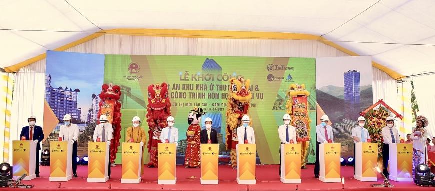 Các đại biểu bấm nút khởi công dự án xây dựng Khu nhà ở thương mại và các công trình hỗn hợp – dịch vụ, Khu đô thị mới Lào Cai - Cam Đường, thành phố Lào Cai