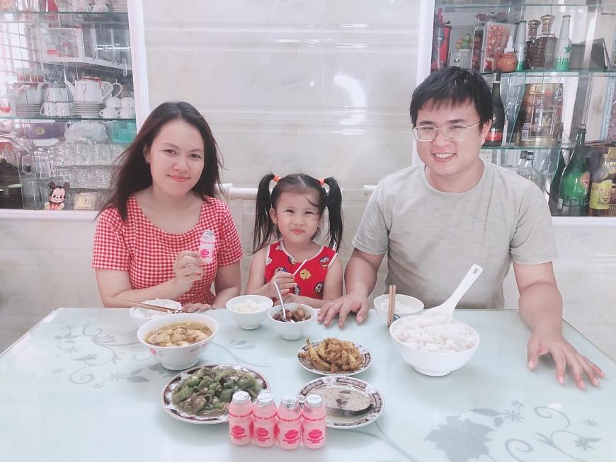"""Những bữa cơm gia đình thơm ngon, vui vẻ của nhà chị Thanh Thanh """"mùa giãn cách"""" thường được chị chia sẻ trên Facebook cá nhân"""
