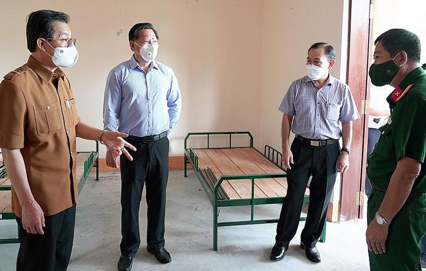 Bí thư Tỉnh ủy An Giang Lê Hồng Quang và đoàn công tác của tỉnh khảo sát kiểm tra công tác chuẩn bị cơ sở vật chất đón bà con về quê.